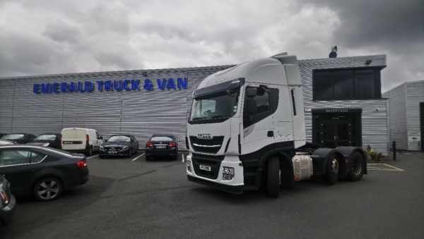 Selection of 5 Iveco Stralis tractor units
